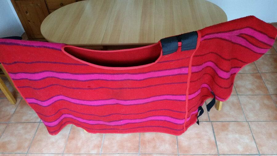 Rosa-rote Ausreitedecke aus echter dicke Wolle